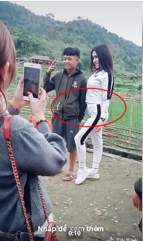 Xuất hiện với vòng 2 thừa rổ mỡ, Thư Dung khiến chàng trai chụp hình chung căng thẳng như bị ép làm việc xấu-1