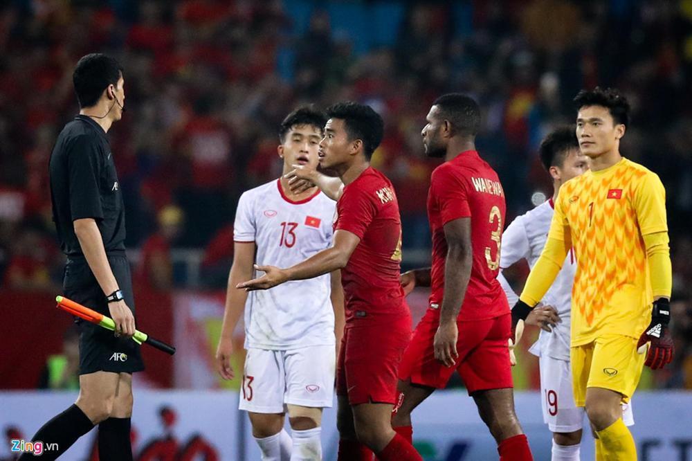 Sao trẻ U23 Việt Nam khiêu khích tiền đạo dính thẻ đỏ của Indonesia?-5