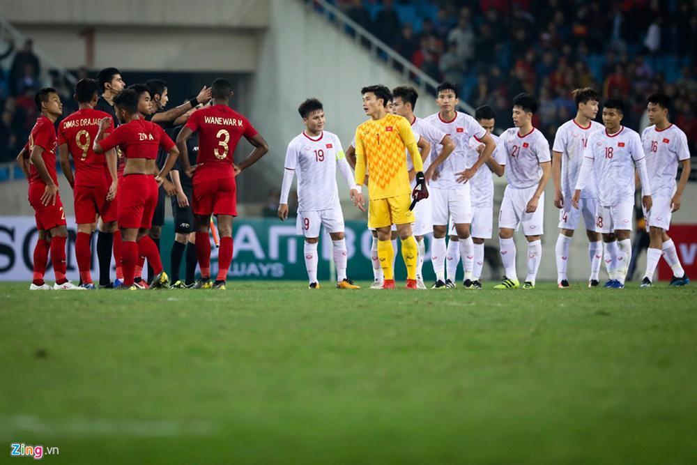 Sao trẻ U23 Việt Nam khiêu khích tiền đạo dính thẻ đỏ của Indonesia?-6