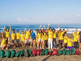 Sự thay đổi kỳ diệu của biển Bali trước và sau khi được dọn rác