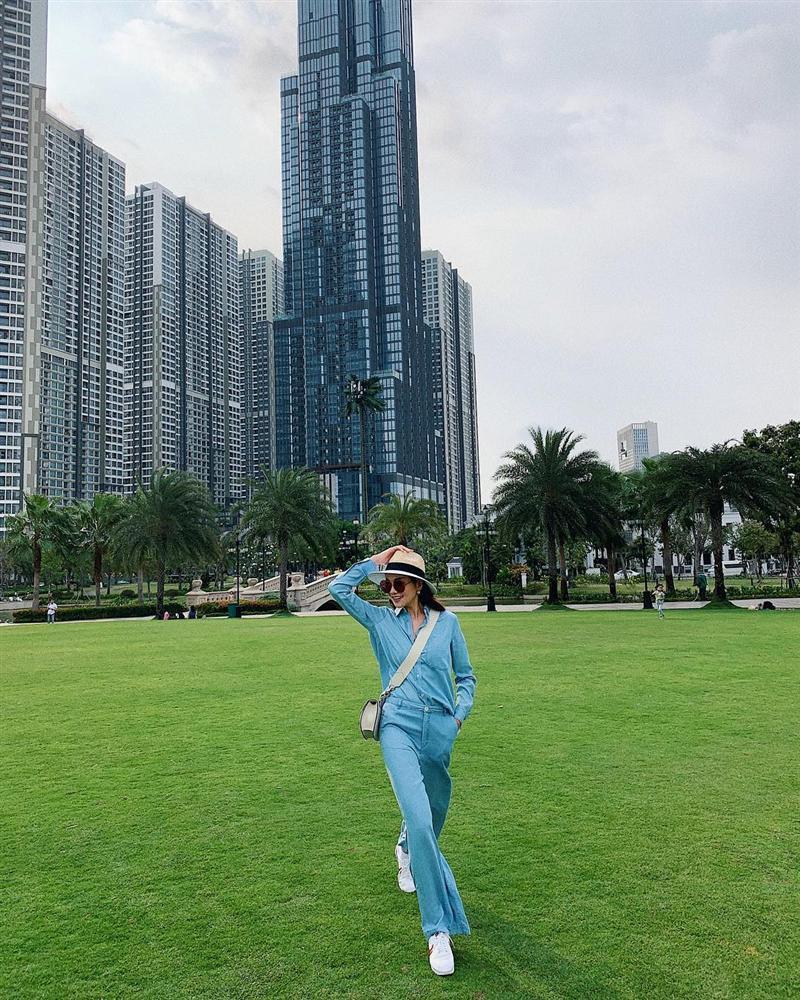 Hồ Ngọc Hà dậy sóng làng showbiz Việt với bức ảnh bán nude, dùng tay che phần nhạy cảm-8