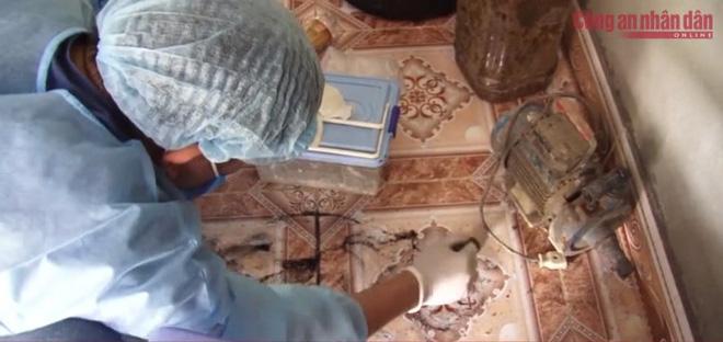Tìm thấy nhiều mẫu vật quan trọng, nữ sinh giao gà bị trói, nhét giẻ vào miệng, thay nhau hãm hiếp trong buồng nhà Bùi Kim Thu-2