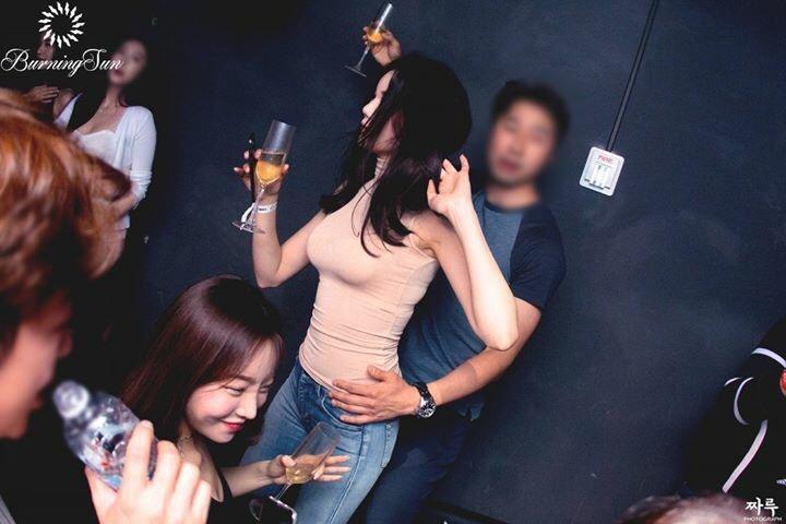 Bà trùm Đài Loan ở hộp đêm Seungri - thế lực đen, đốt tiền trác táng-1