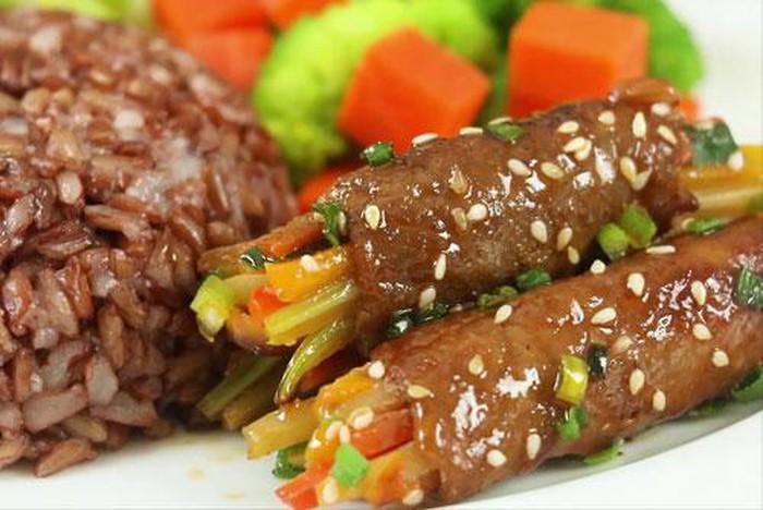 Clip: Cách làm thịt bò cuộn rau củ nướng thơm lừng-1
