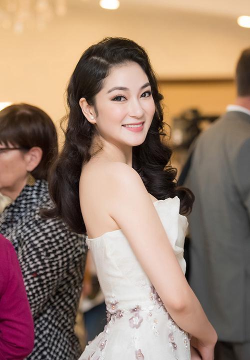 Nhan sắc Hoa hậu Nguyễn Thị Huyền sau 15 năm đăng quang-5
