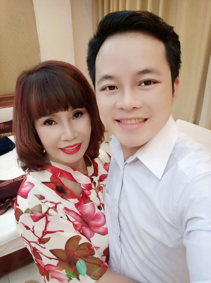 Ngày tích cực livestream đôi ba lần, cô dâu 62 tuổi ở Cao Bằng lần 2 hở nội y vì chiếc váy len bất ngờ phản chủ-4