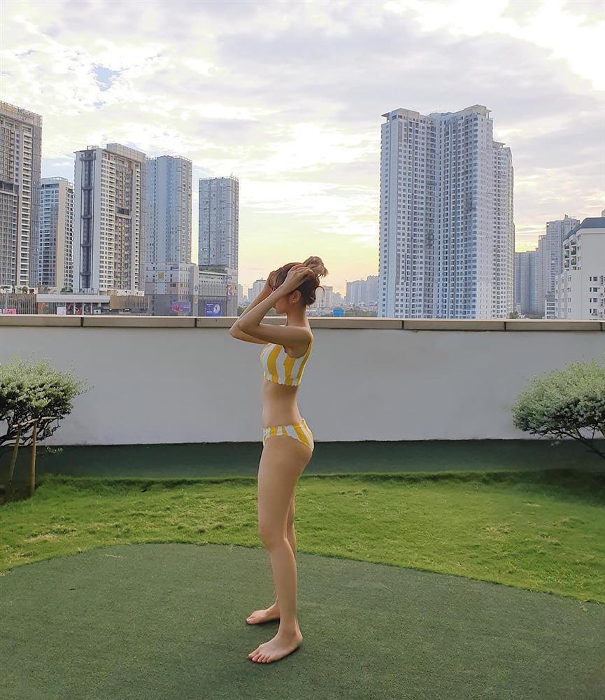 Đọ dáng với bikini nóng rẫy, Min - Thúy Vi chiếm sóng STREET STYLE giới trẻ tuần qua-3
