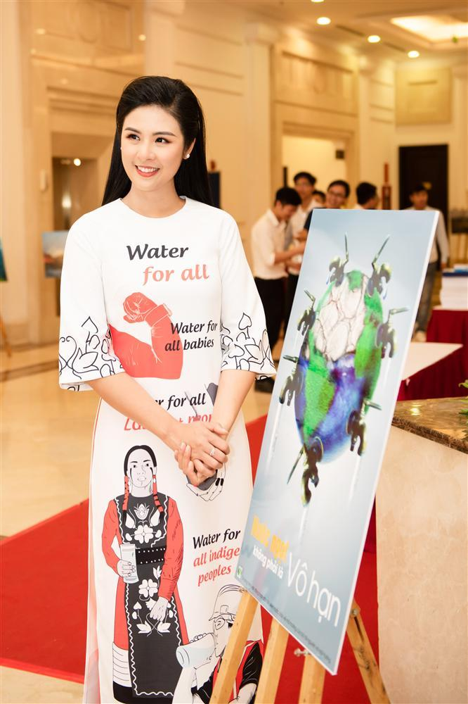 Hoa hậu Ngọc Hân bác tin lấy chồng dù trước đó công khai đăng ảnh đeo nhẫn cưới bên người tình giấu mặt-8