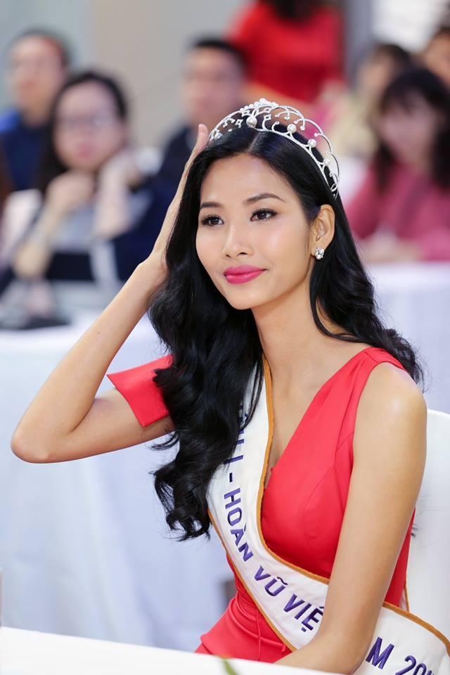 Chưa kịp thi Miss Universe 2019, Hoàng Thùy đã muốn xuất ngoại vì suốt ngày bị người nước mình chê bai-1
