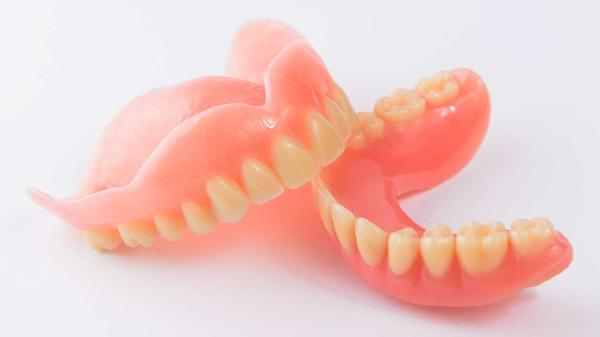 Lý do nhiều người cao tuổi trồng răng Implant-3