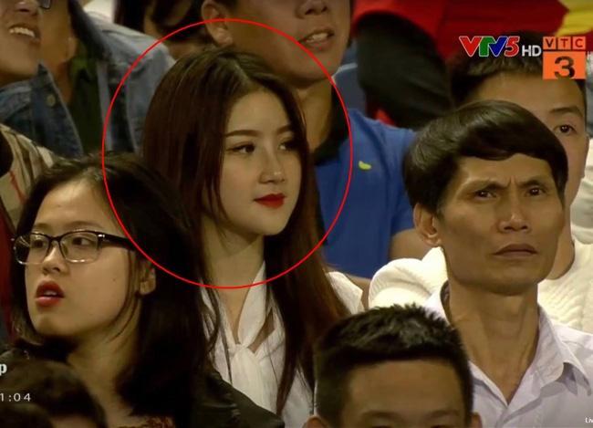 Đã tìm ra info gái xinh gây náo loạn mạng xã hội khi đi cổ vũ U23 Việt Nam tại Mỹ Đình-1