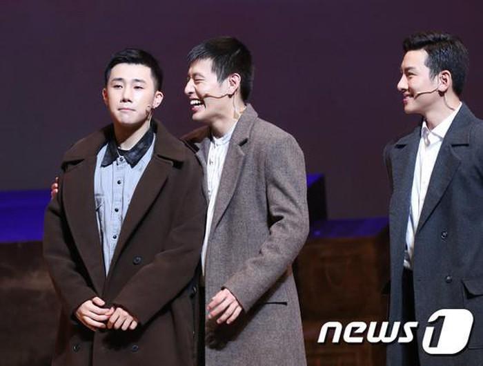 Tài tử Người tình ánh trăng cùng nhiều sao Hàn bất ngờ gặp tai nạn xe hơi trong quân ngũ-3