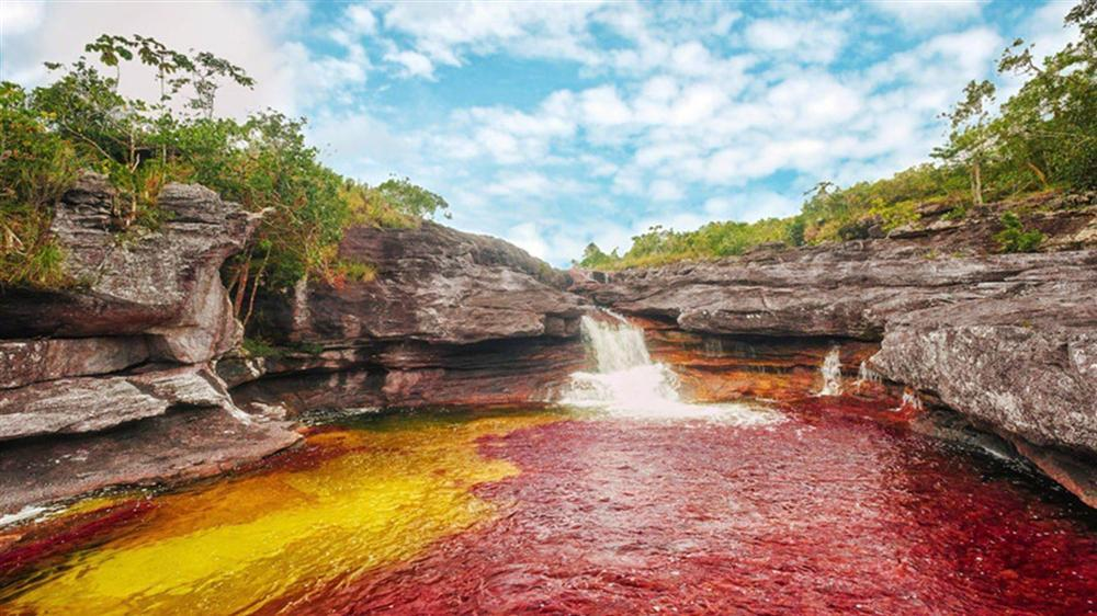 Dòng sông đẹp nhất thế giới chảy xuống từ thiên đường-3