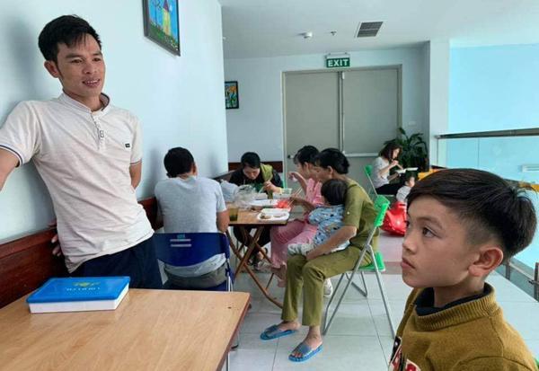 Cậu bé 13 tuổi đạp xe mất phanh từ Sơn La xuống Hà Nội thăm em ở viện-2