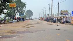 Clip: Khoảnh khắc KINH HOÀNG khi xe khách lao thẳng vào đoàn đưa tang ở Vĩnh Phúc, 7 người chết