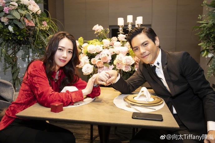Con trai ông trùm Hong Kong bất ngờ cầu hôn tình cũ Seungri-1