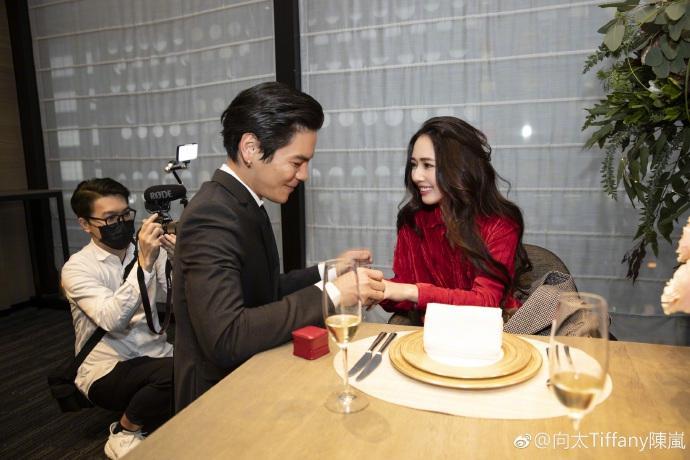 Con trai ông trùm Hong Kong bất ngờ cầu hôn tình cũ Seungri-3