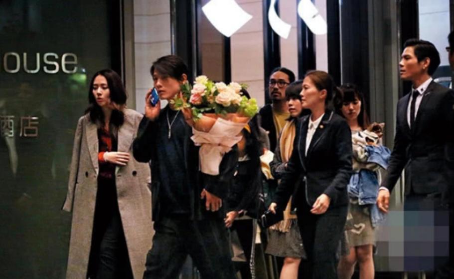 Con trai ông trùm Hong Kong bất ngờ cầu hôn tình cũ Seungri-12