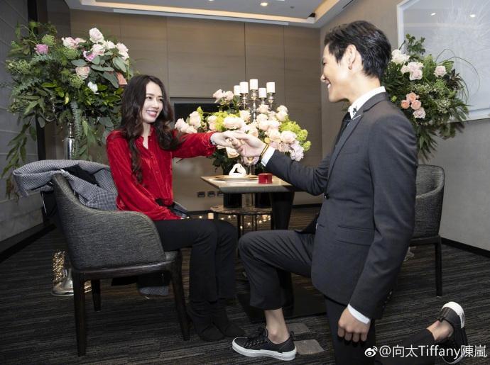Con trai ông trùm Hong Kong bất ngờ cầu hôn tình cũ Seungri-4