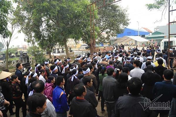 Tai nạn 7 người chết: Đại tang cả thôn, khăn trắng phủ kín đường làng-1