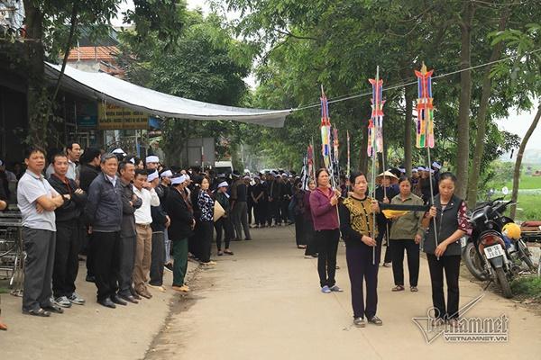 Tai nạn 7 người chết: Đại tang cả thôn, khăn trắng phủ kín đường làng-2