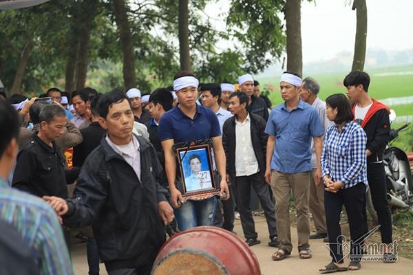 Tai nạn 7 người chết: Đại tang cả thôn, khăn trắng phủ kín đường làng-3