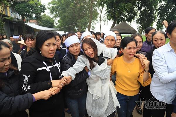 Tai nạn 7 người chết: Đại tang cả thôn, khăn trắng phủ kín đường làng-4