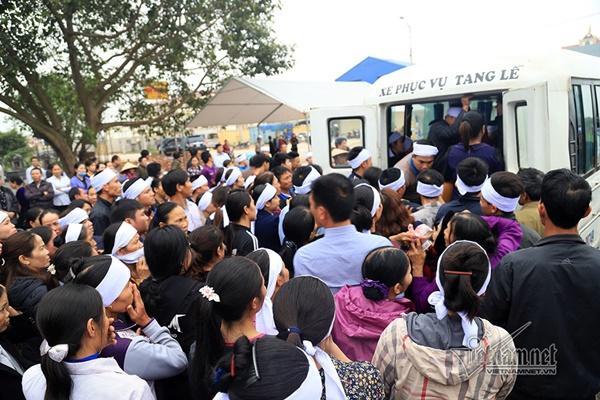 Tai nạn 7 người chết: Đại tang cả thôn, khăn trắng phủ kín đường làng-11