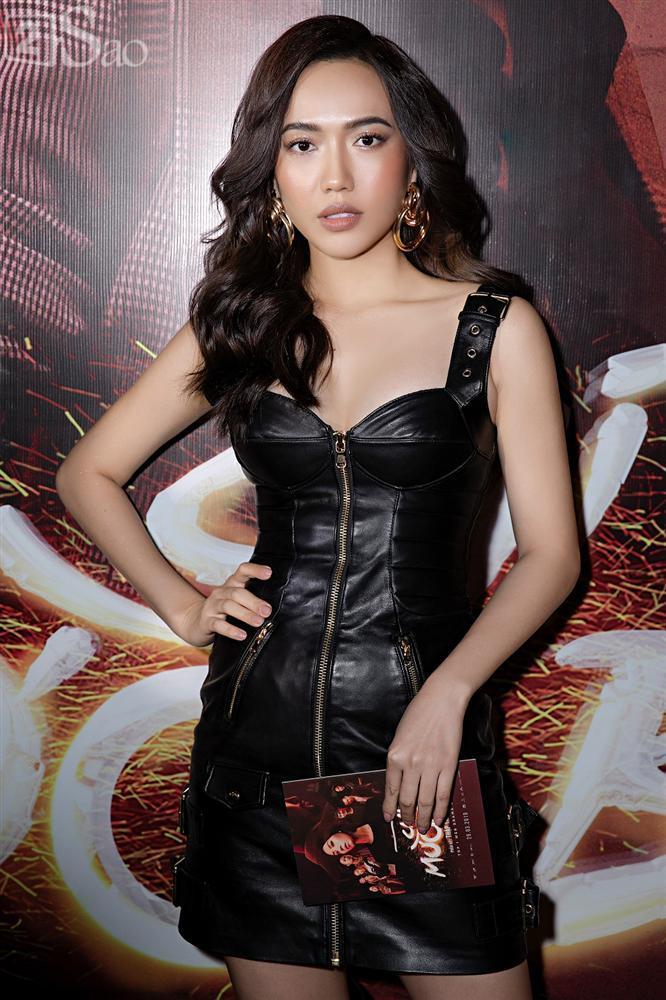 Thu Trang và Diệu Nhi diện đầm bốc lửa ra mắt phim Chị Mười Ba-4