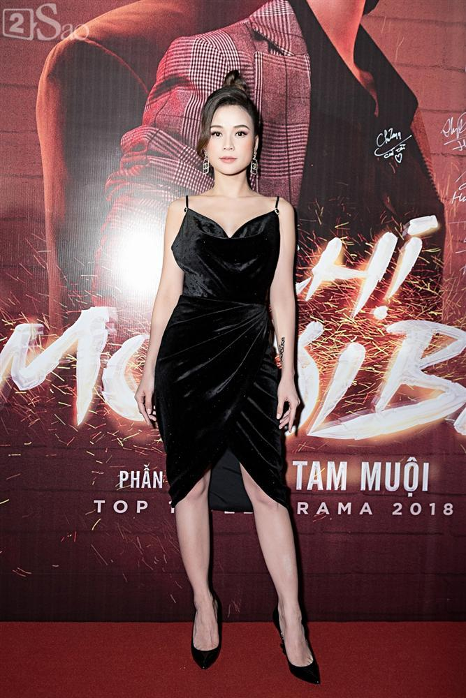 Thu Trang và Diệu Nhi diện đầm bốc lửa ra mắt phim Chị Mười Ba-10