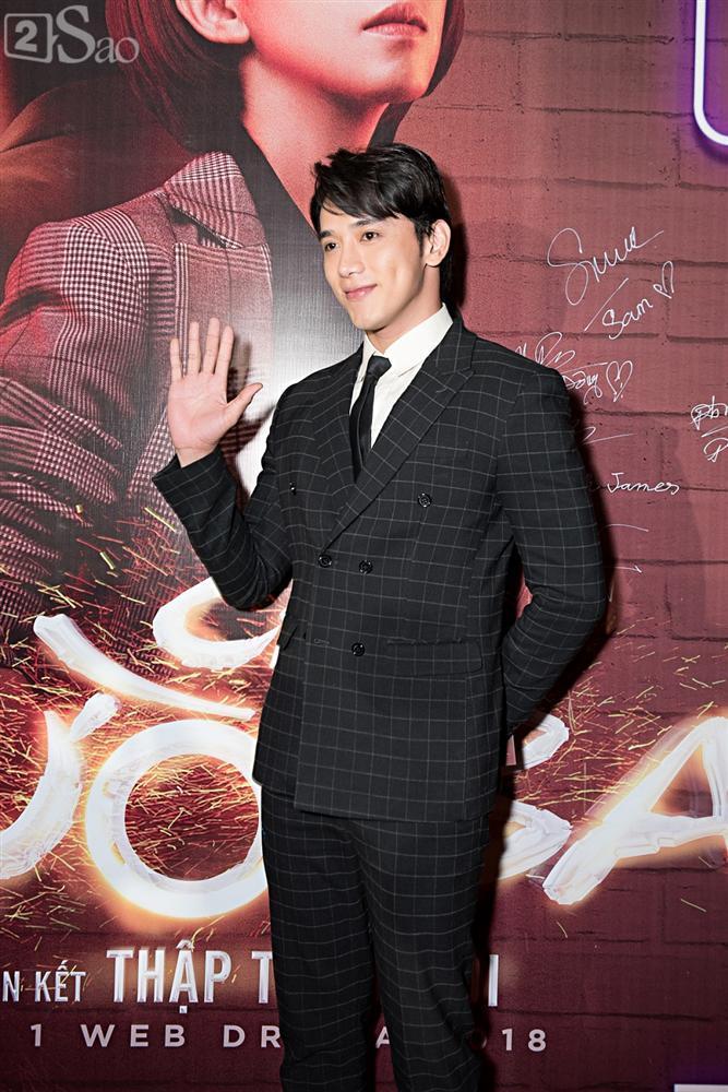Thu Trang và Diệu Nhi diện đầm bốc lửa ra mắt phim Chị Mười Ba-11