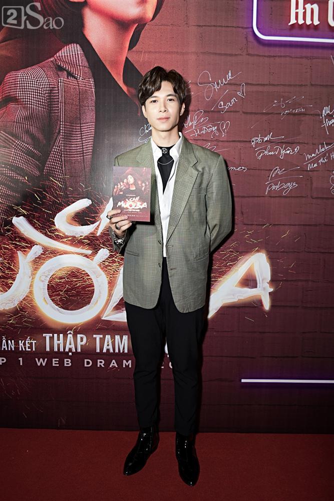 Thu Trang và Diệu Nhi diện đầm bốc lửa ra mắt phim Chị Mười Ba-13