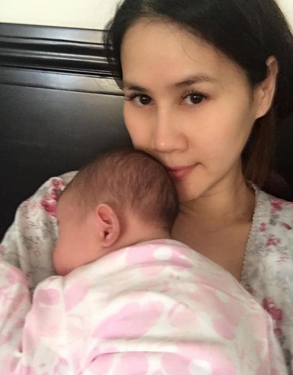 Mới hơn 1 tháng tuổi, con gái Thân Thúy Hà đã được mẹ sắm cho tủ quần áo khủng-1