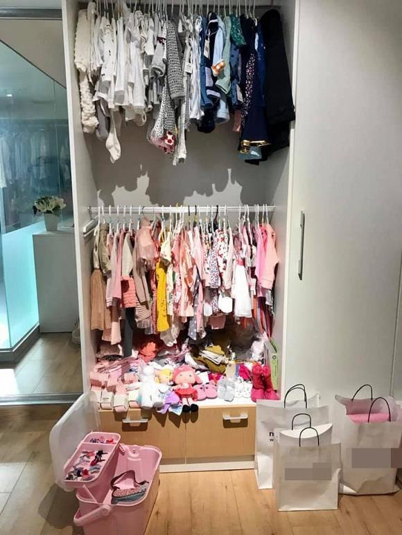Mới hơn 1 tháng tuổi, con gái Thân Thúy Hà đã được mẹ sắm cho tủ quần áo khủng-7