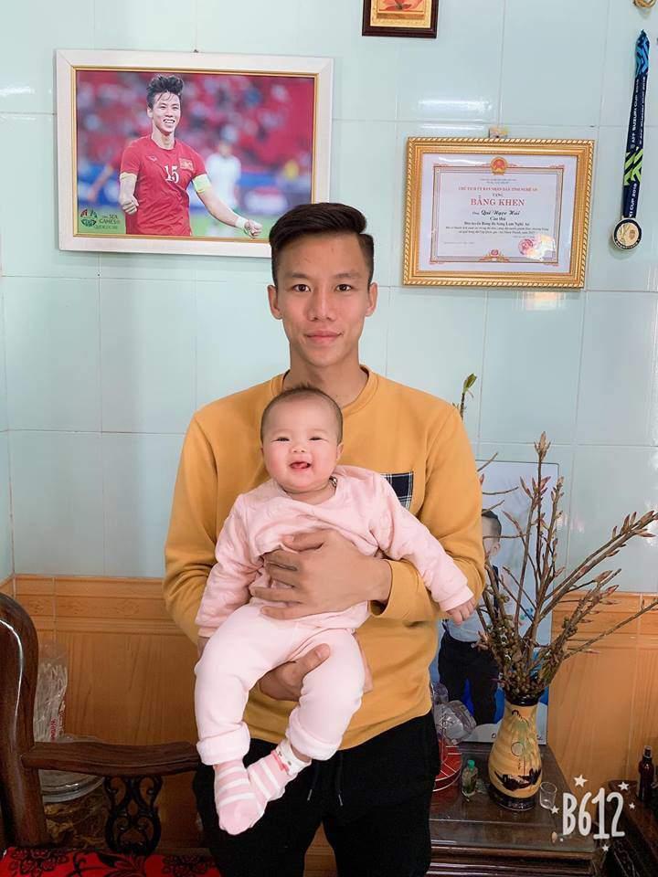 Danh tính không phải dạng vừa của cổ động viên nhí cứ U23 Việt Nam ghi bàn là hò hét hết mình-5