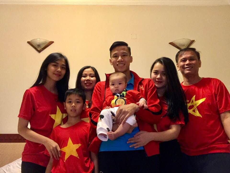 Danh tính không phải dạng vừa của cổ động viên nhí cứ U23 Việt Nam ghi bàn là hò hét hết mình-2