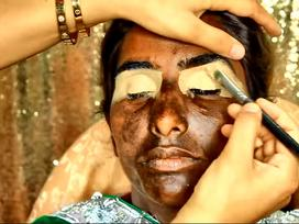 Sức mạnh kỳ diệu của make up khi biến cô gái có làn da loang lổ trở thành kiêu sa