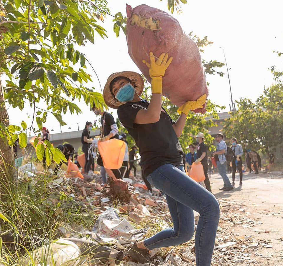 Đi dép tổ ong nhặt rác, HHen Niê được khen chất hơn nước cất giữa rừng hoa hậu-4