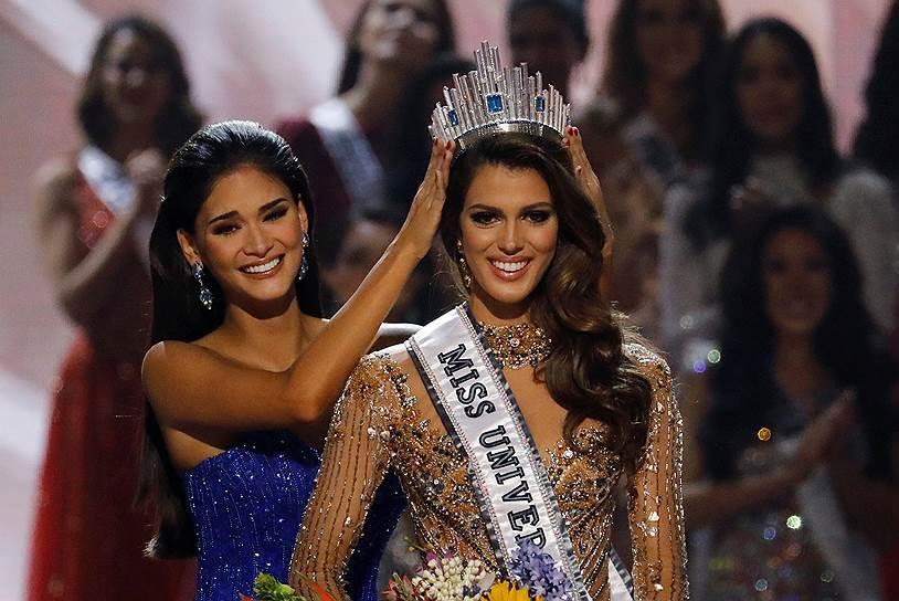 Người thật và tượng sáp giống đến kinh ngạc, đố bạn chỉ chính xác ai là Hoa hậu Hoàn vũ Pia-1