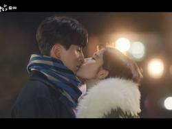 Những nụ hôn màn ảnh ngọt ngào của Lee Dong Wook và mỹ nhân dao kéo