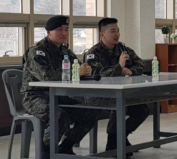 Ngoài kia Seungri bao la sóng gió, còn trong quân ngũ, Taeyang và Daesung lại bận rộn với lịch trình hát ca-1