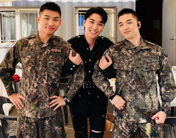 Ngoài kia Seungri bao la sóng gió, còn trong quân ngũ, Taeyang và Daesung lại bận rộn với lịch trình hát ca-4