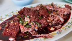 Kinh hãi sở thích ăn thịt sống của người Ethiopia