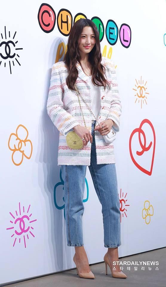 Cùng dự một sự kiện, Black Pink Jennie bị chê quê mùa kém sang khi đứng cạnh SNSD Yoona-15