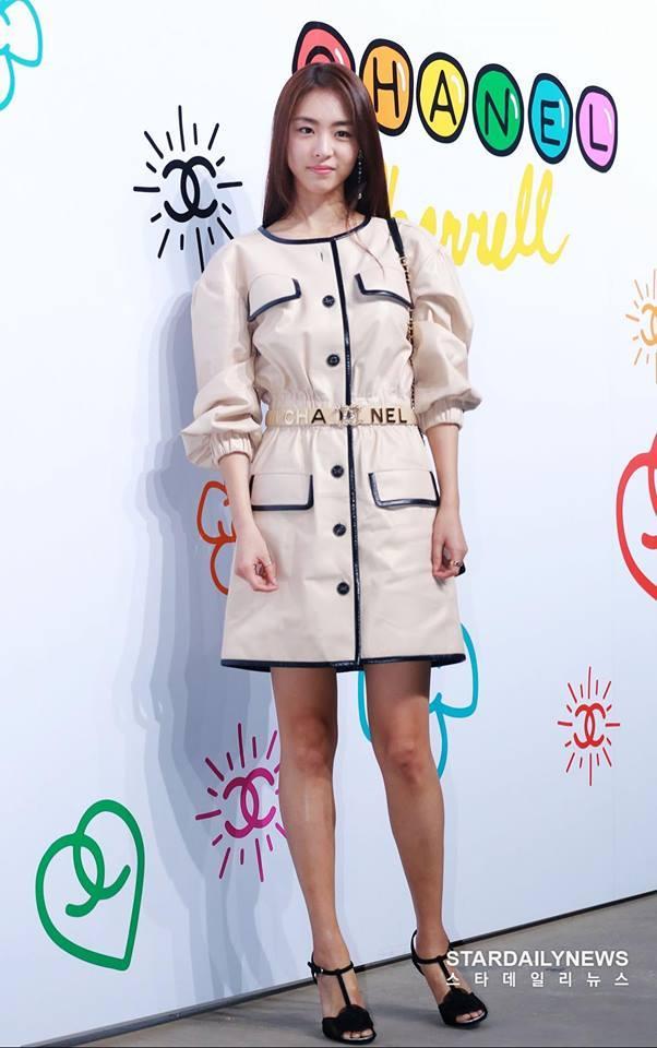 Cùng dự một sự kiện, Black Pink Jennie bị chê quê mùa kém sang khi đứng cạnh SNSD Yoona-12