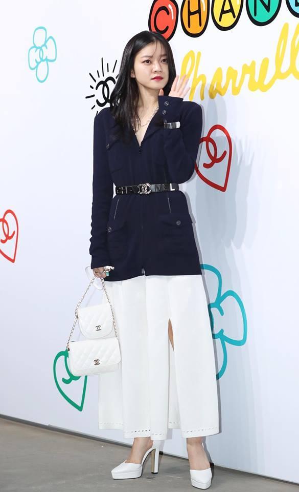 Cùng dự một sự kiện, Black Pink Jennie bị chê quê mùa kém sang khi đứng cạnh SNSD Yoona-17