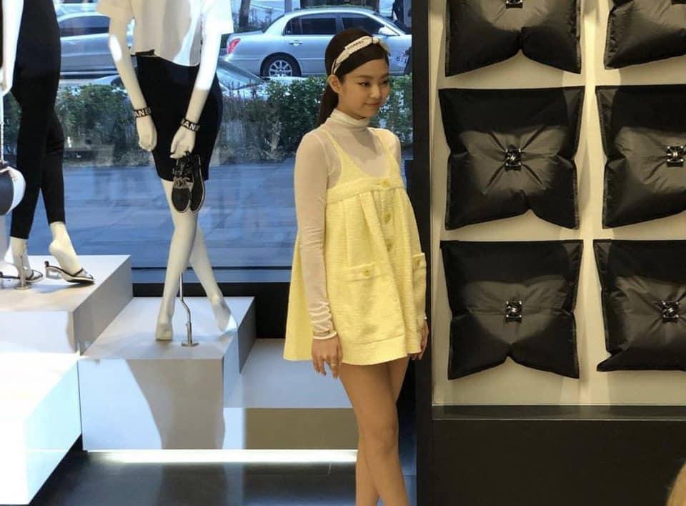 Hết thời con cưng của stylist, Jennie (Black Pink) gây ngán ngẩm với bộ trang phục chẳng khác nào quả cầu lông-1