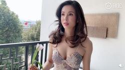 Tiểu Long Nữ đẹp nhất màn ảnh khoe ngực gợi cảm ở tuổi 46