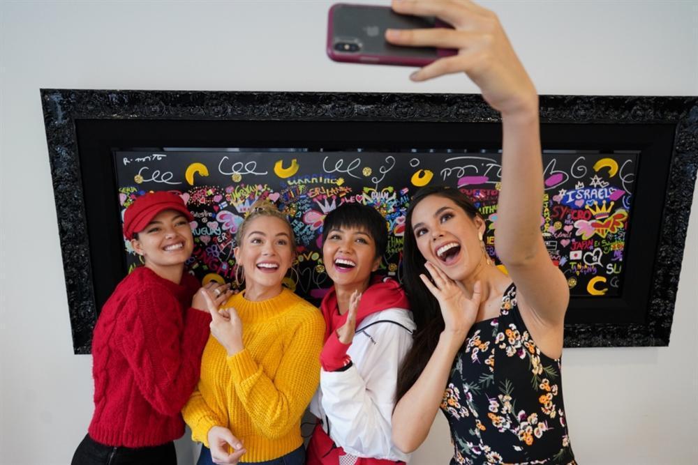 Miss Universe khép lại đã lâu mà HHen Niê vẫn rất hot: Liên tục lên trang chủ, được khen là gương mặt triệu đô-9
