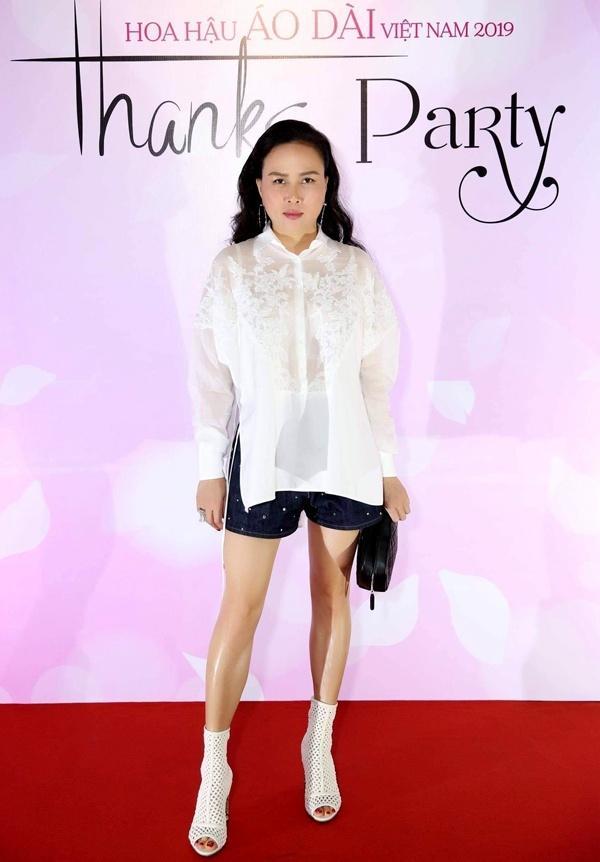 SAO MẶC XẤU: Phượng Chanel mặc quần đùi dự sự kiện - Diva Hồng Nhung rườm rà vì chiếc đầm khủng-1